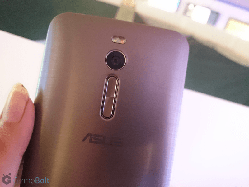 Asus Zenfone 2 dual LED flash