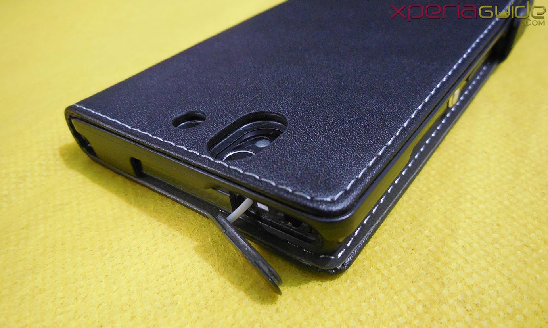 Earphone jack port in Xperia Z flip Case by Roxfit