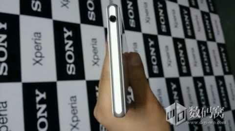 White Xperia Honami open 3.5 mm water proof headphone jack