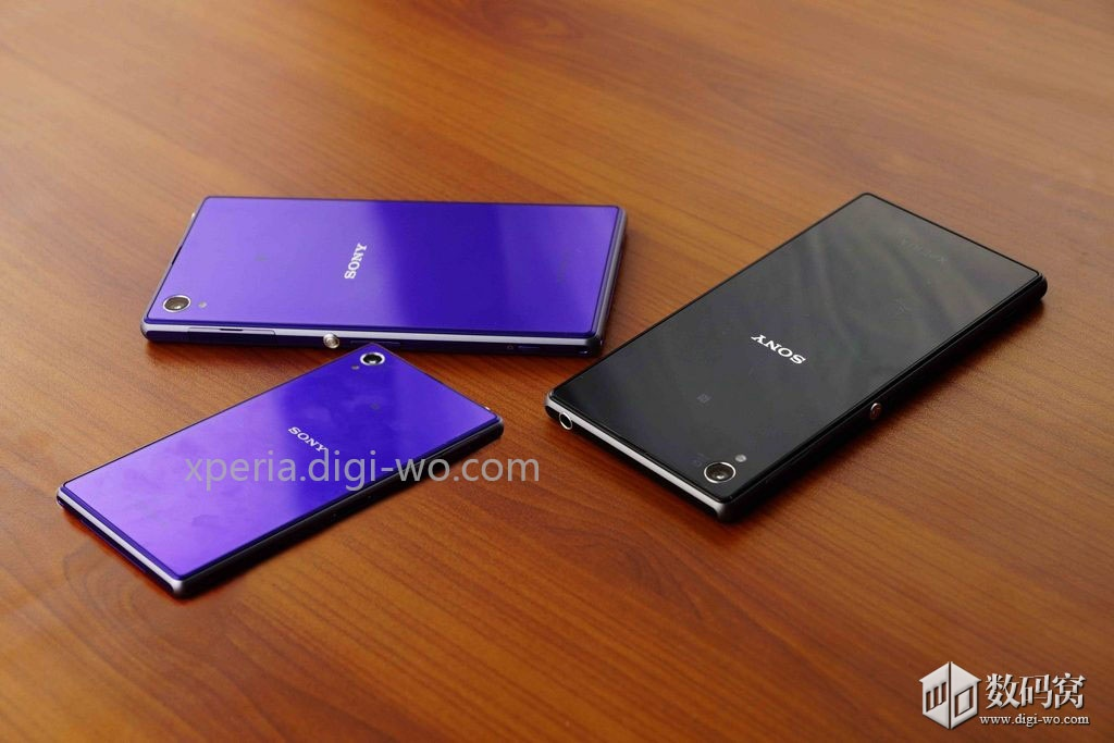 Purple Xperia Z1 Mini snapped beside Xperia Z1 Purple and Black