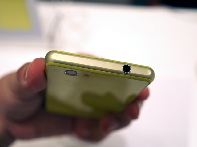 Sony Xperia Z1 f yellow 3.5 mm headphoen jack
