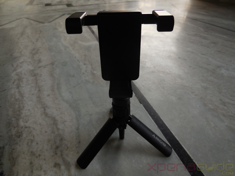 Sony Smartphone Tripod SPA-MK20M - Screwing holder on tripod