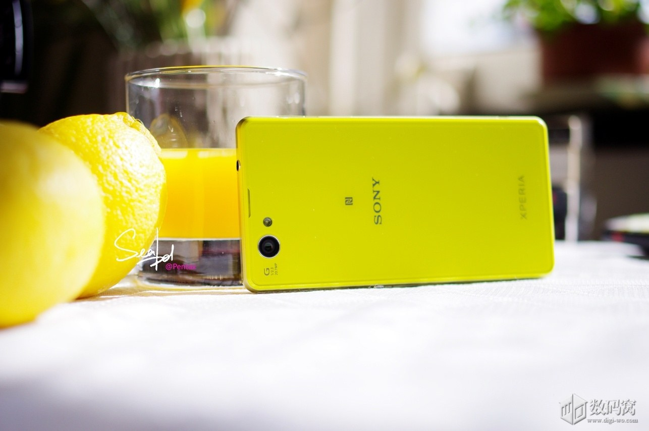 Xperia Z1 Compact in Yellow color