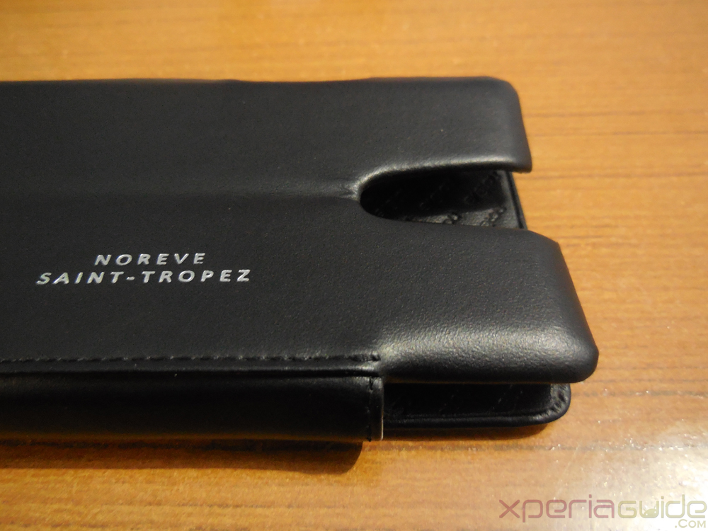 Xperia ZR Leather Flip Case from Noreve - Camera Slot area