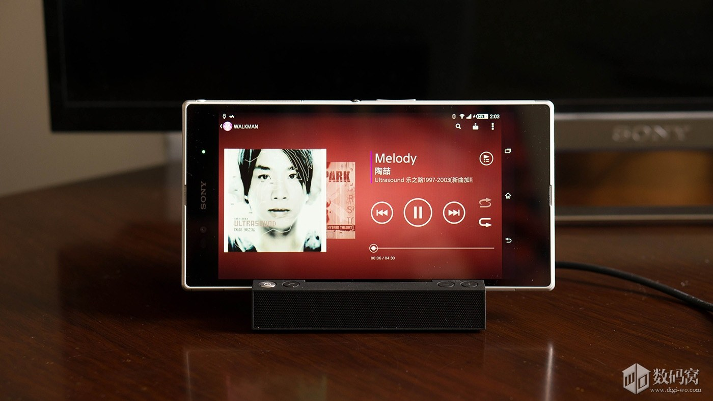 Xperia Z2 and Sony Magnetic Charging Pad BSC10