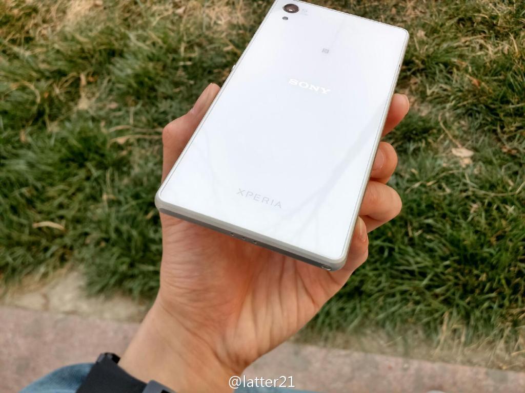 White Xperia Z2 Back side