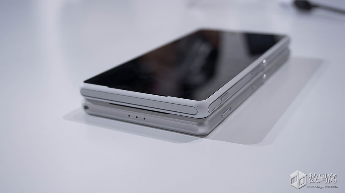 Xperia Z2 China Unicom no strap holes