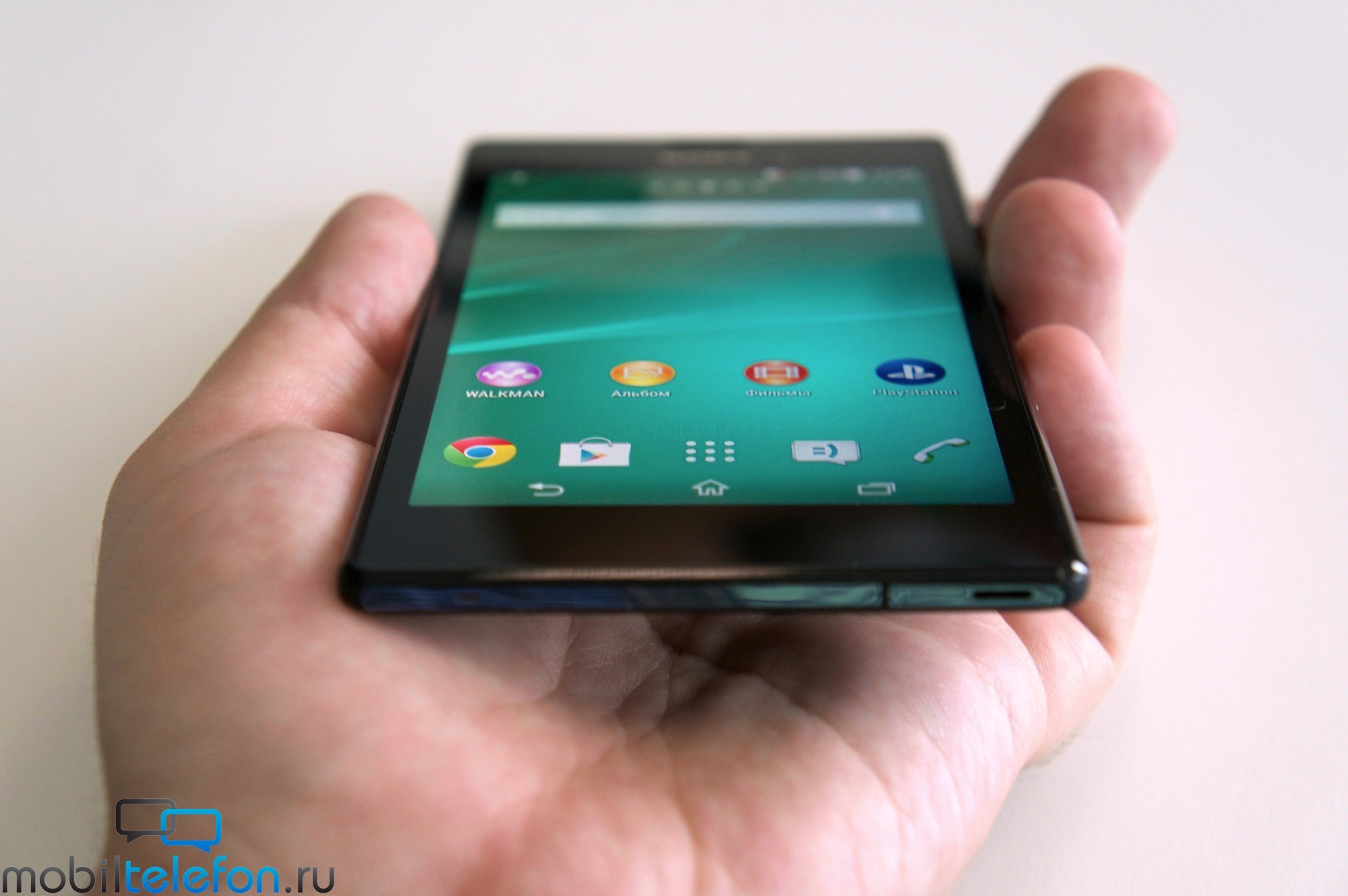 Black Xperia T3 hands on