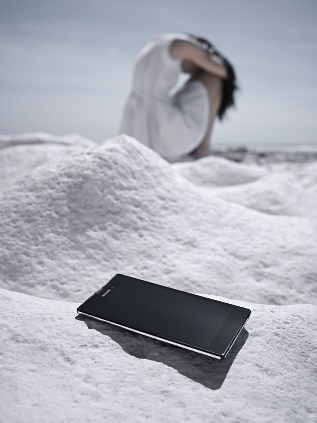 Xperia T3 in Snow White Background