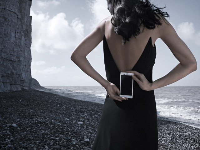 Xperia T3 photos with Black Lady
