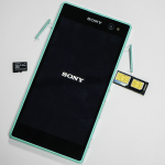 Mint colored Xperia C3 hands on photos