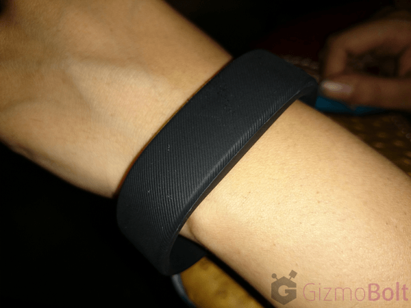 How to wear Sony SmartBand SWR10