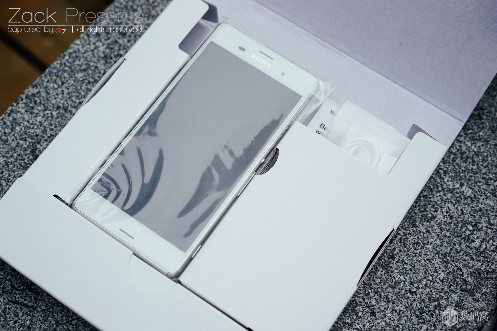 White Xperia Z3 out of box