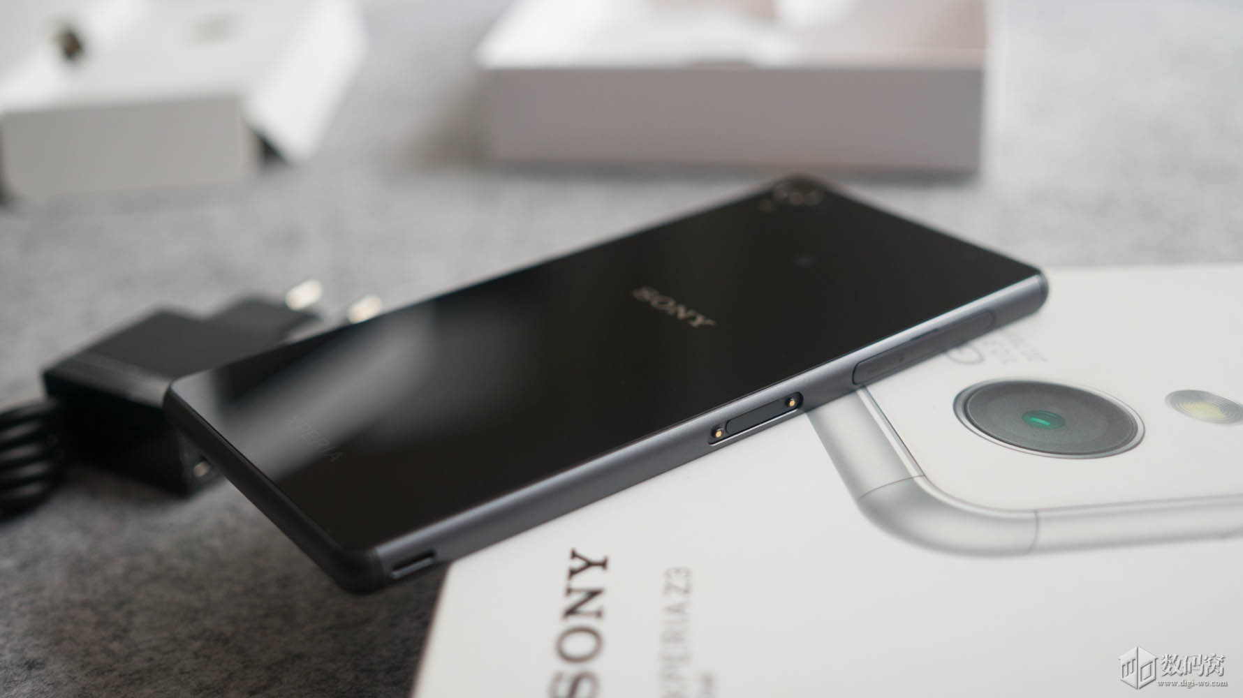 Black Xperia Z3 Dual D6633 unboxing hands on photos