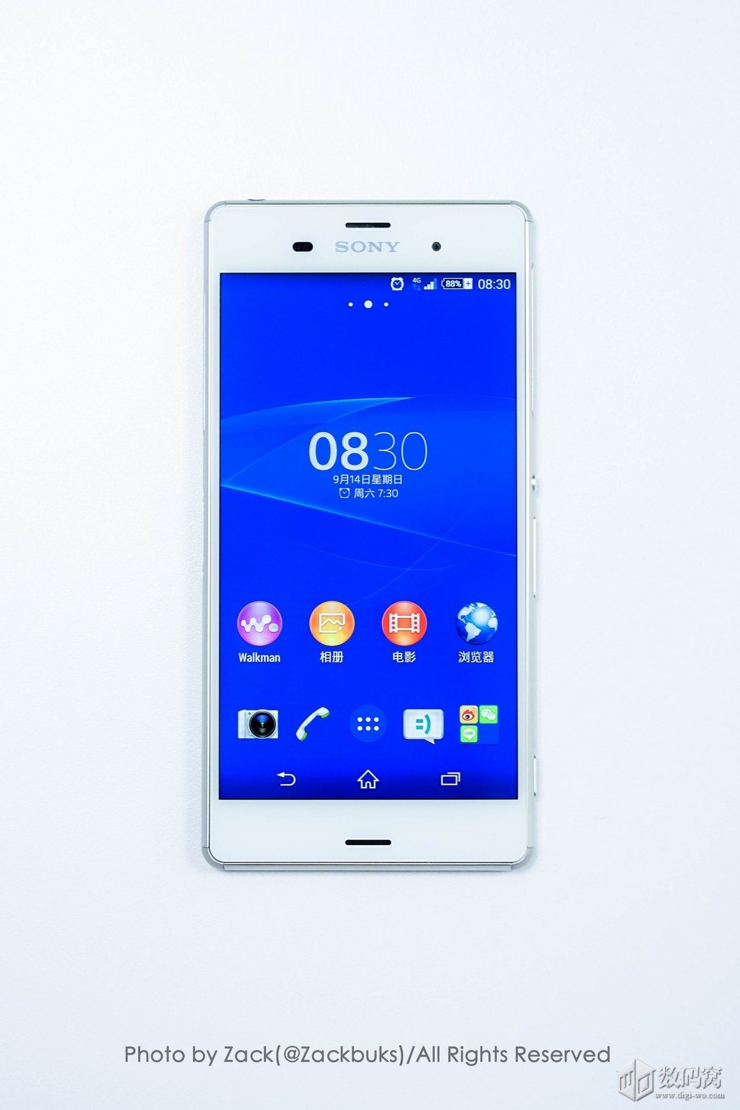 White Xperia Z3 picture
