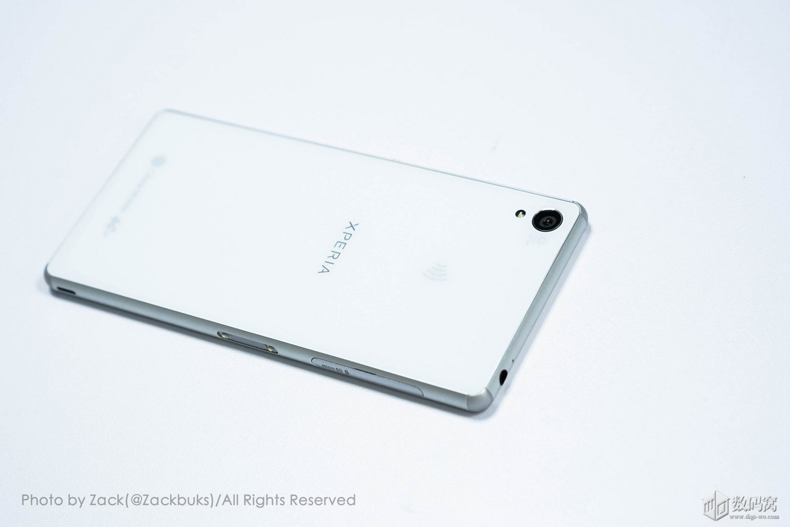 White Xperia Z3 design