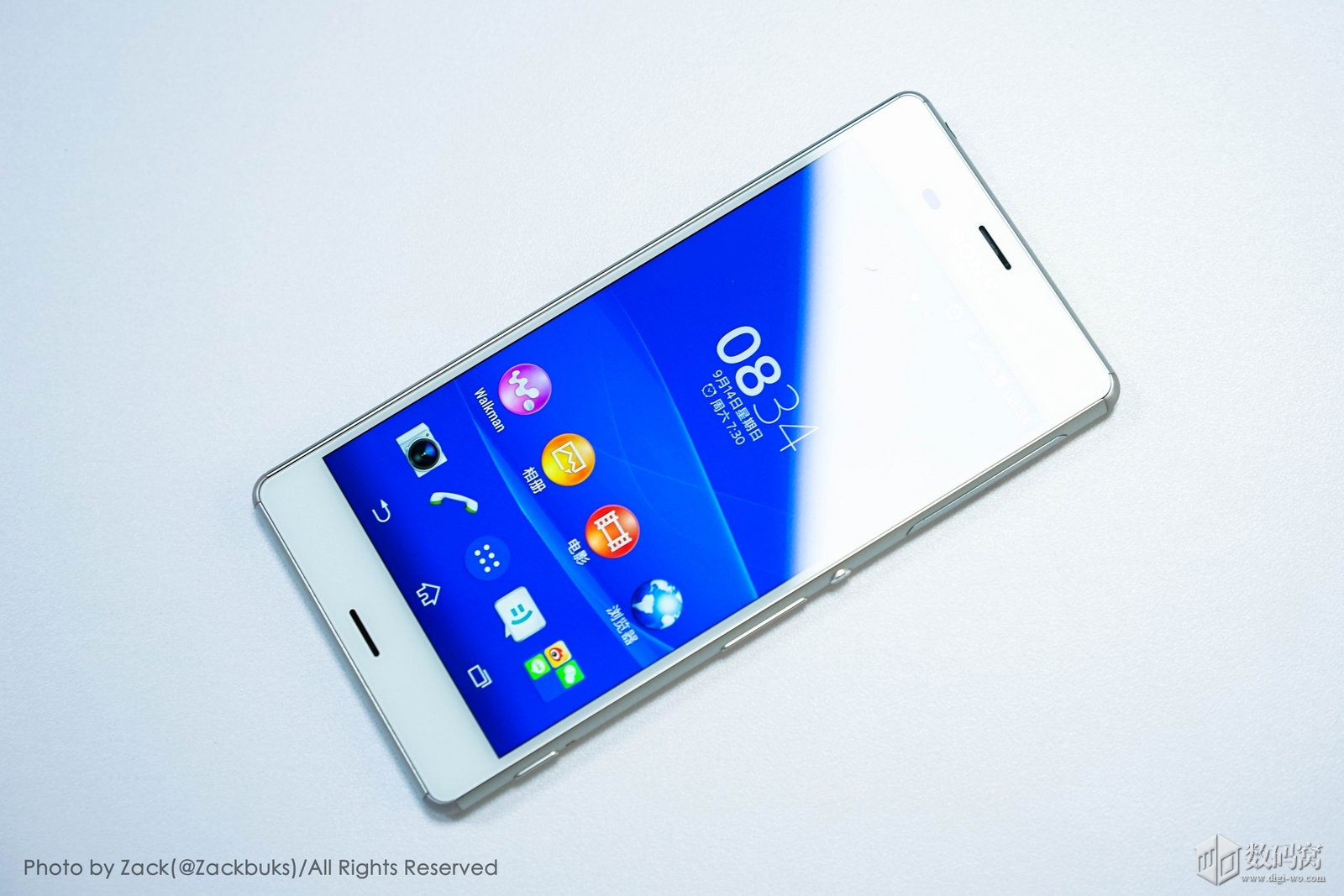 White Xperia Z3 hands on pics