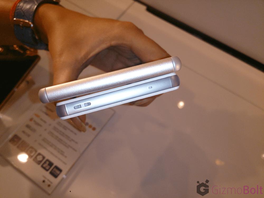 Xperia Z3 vs Z3 Compact Thickness