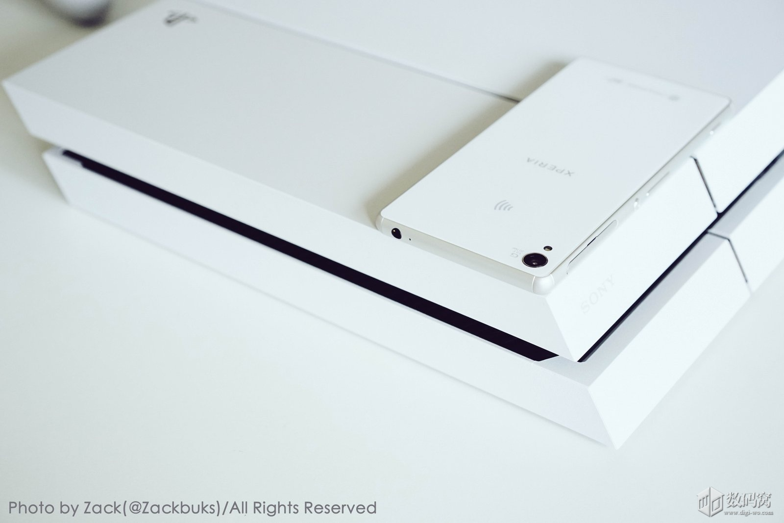 Sony PS4 and White Xperia Z3