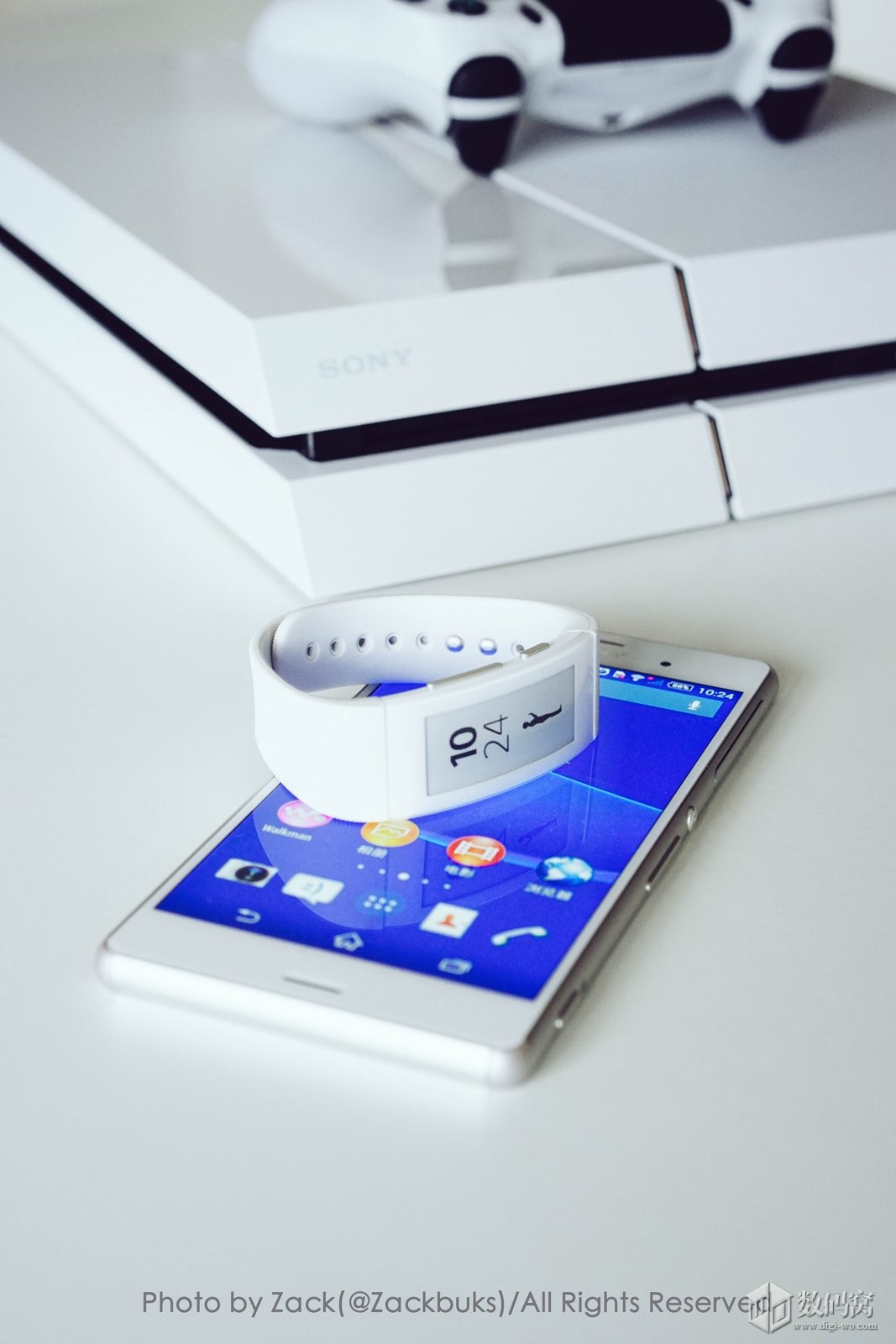 Xperia Z3 and White SmartBand Talk