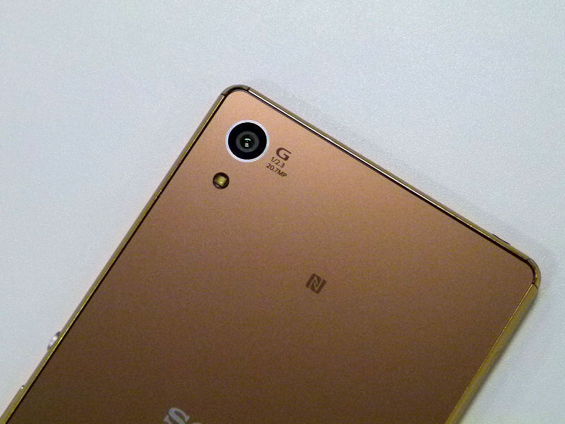 Xperia Z4 20.7 MP rear camera lens