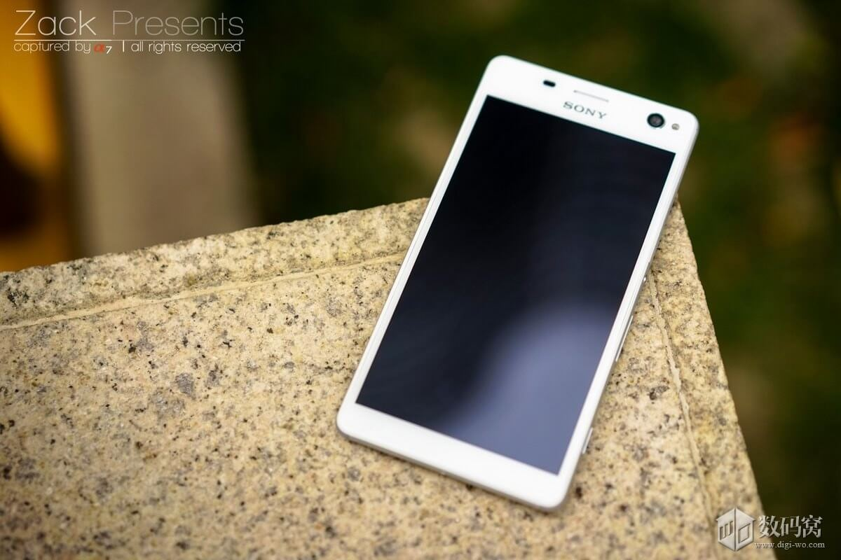"Xperia C4 5.5"" FHD 1080p IPS display"