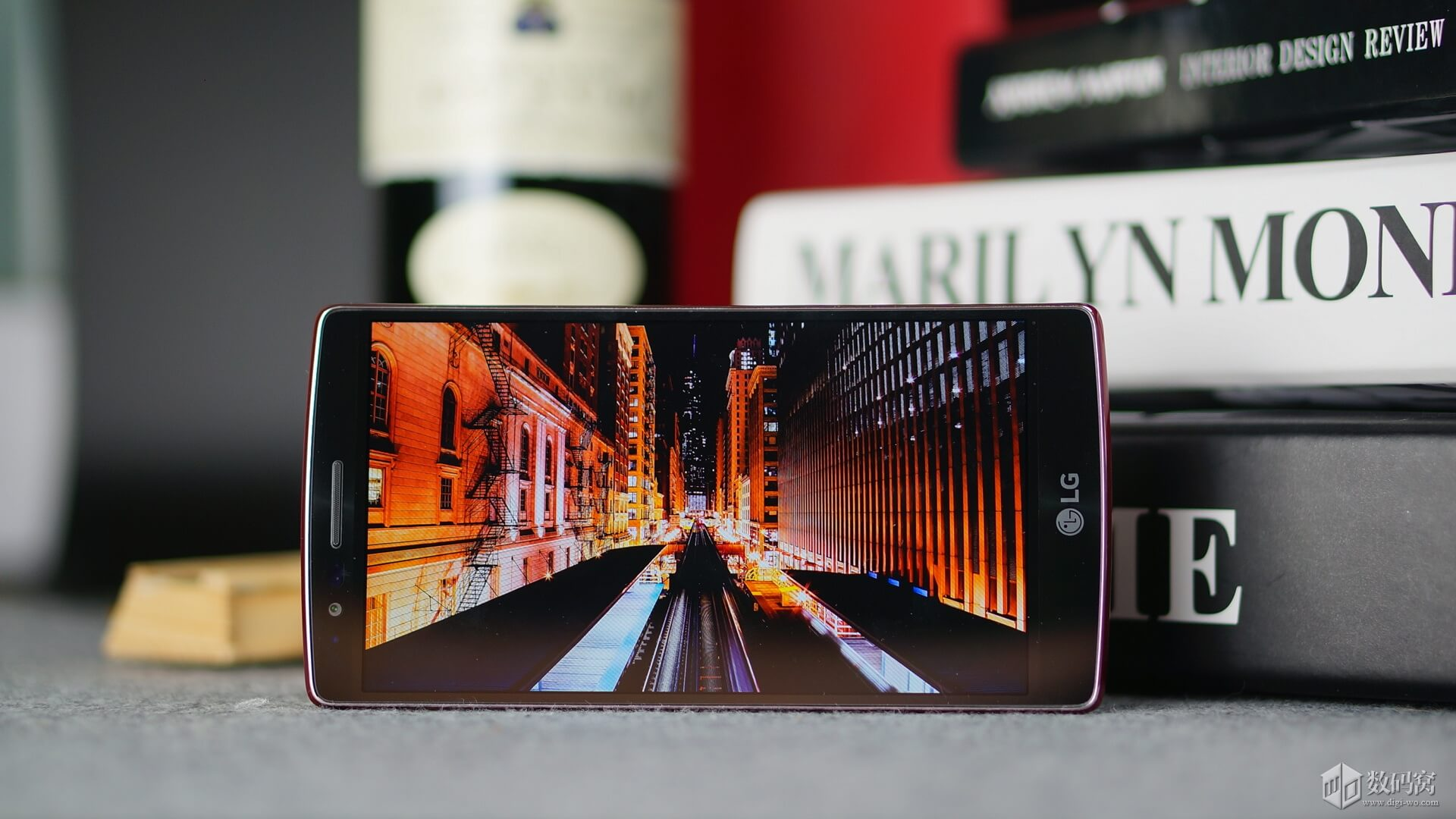 "5.5"" FHD display in Red LG G Flex2"