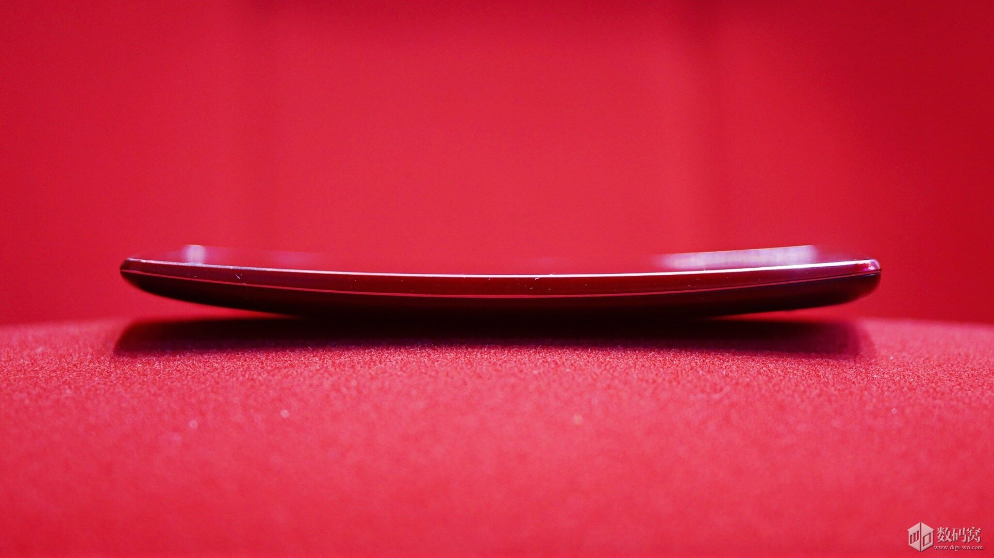 Curve of Red LG G Flex2