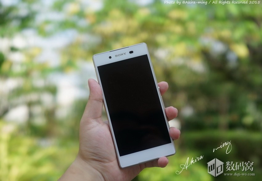 White Xperia Z3+ Hands On