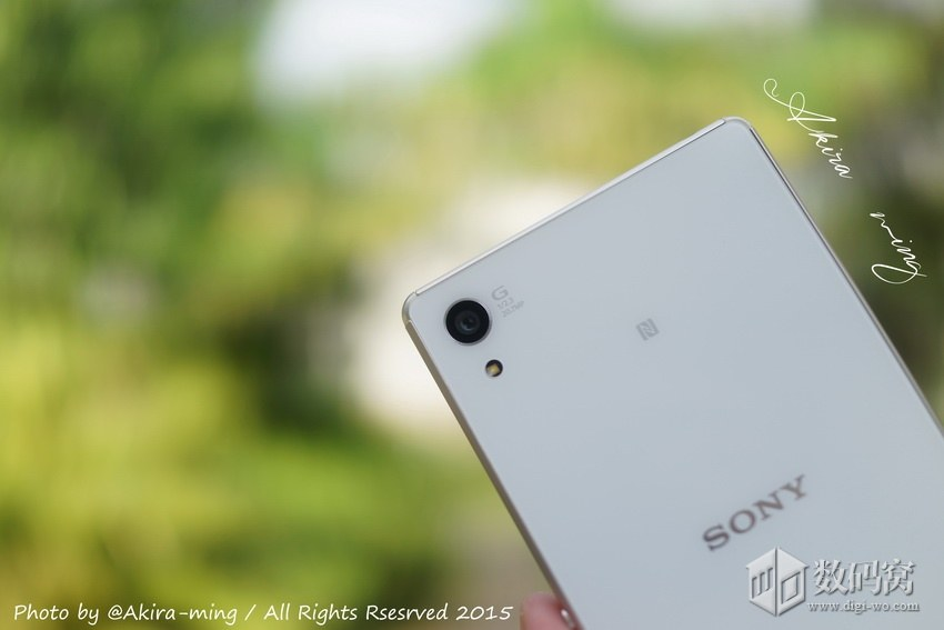 White Xperia Z3+ 20.7 MP rear cam