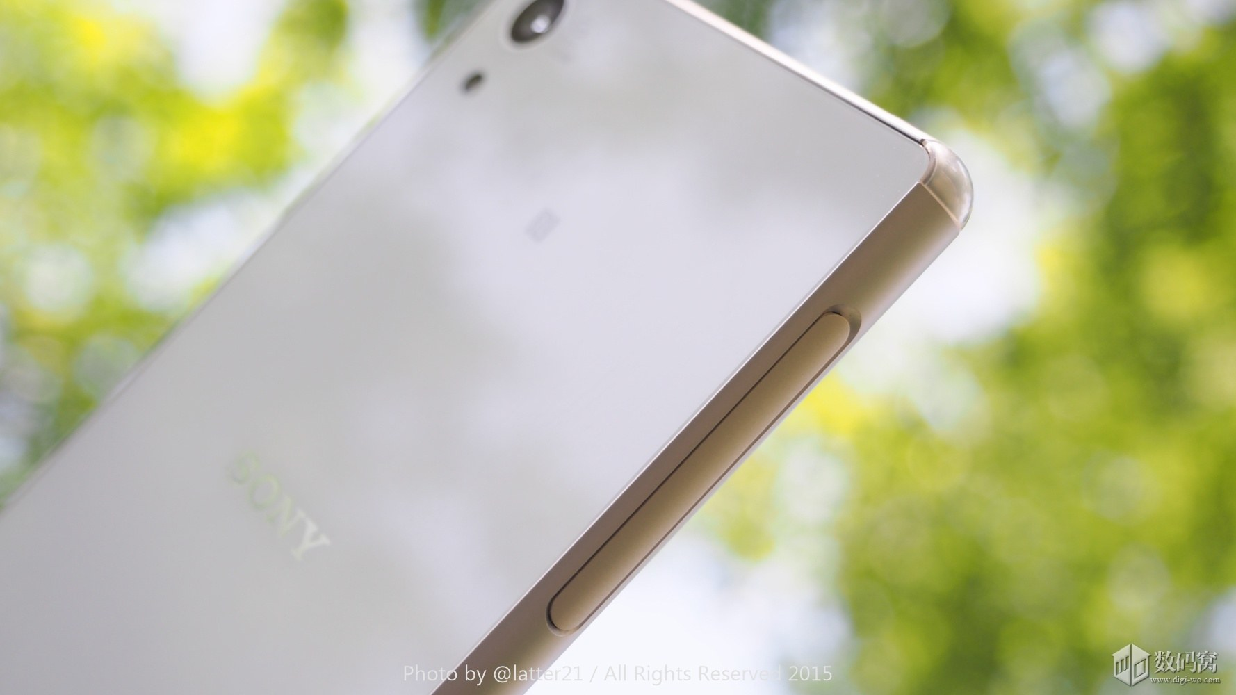 White Xperia Z3+ Side Ports