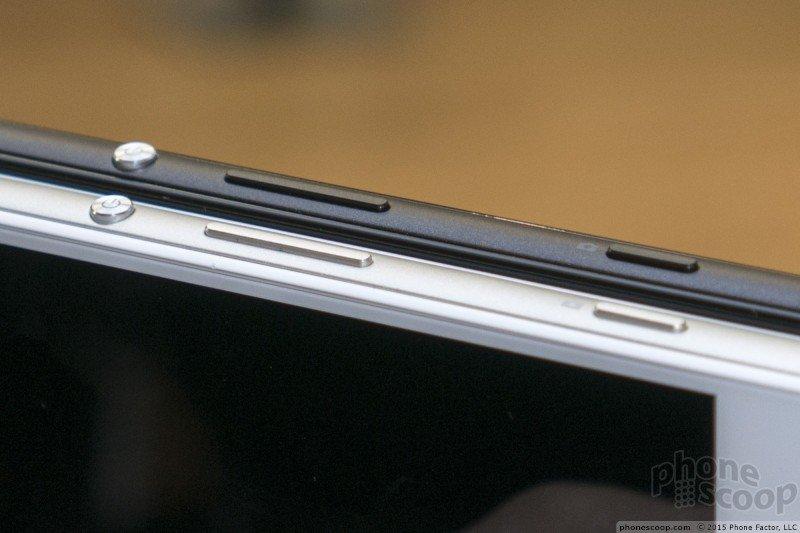 Black and White Xperia Z4v