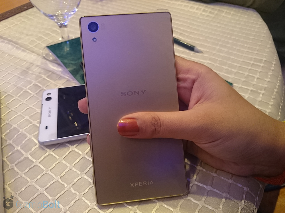 Xperia Z5 - Rear panel - Gold Color