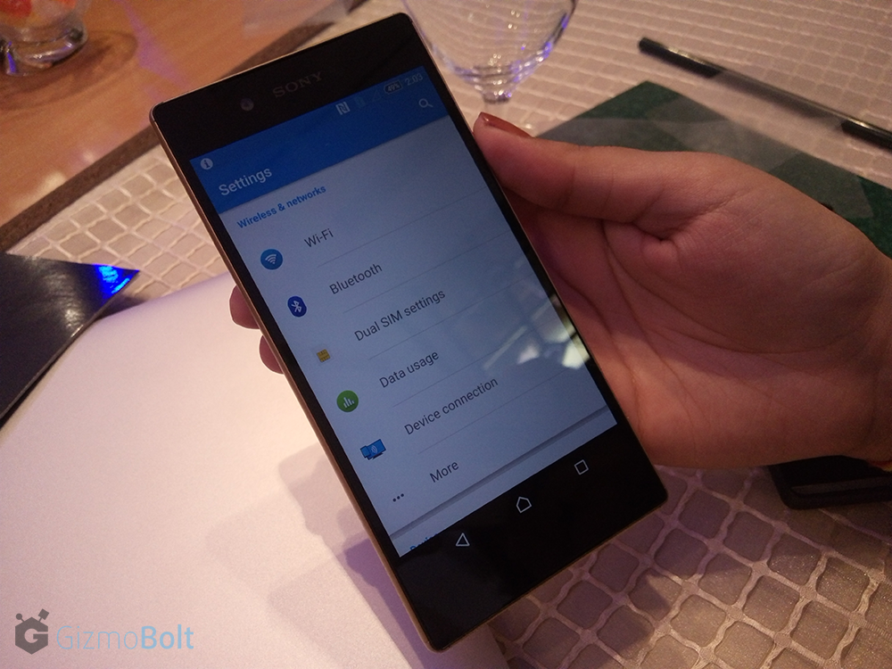 Sony Xperia Z5 hands On Pics - Gold Color