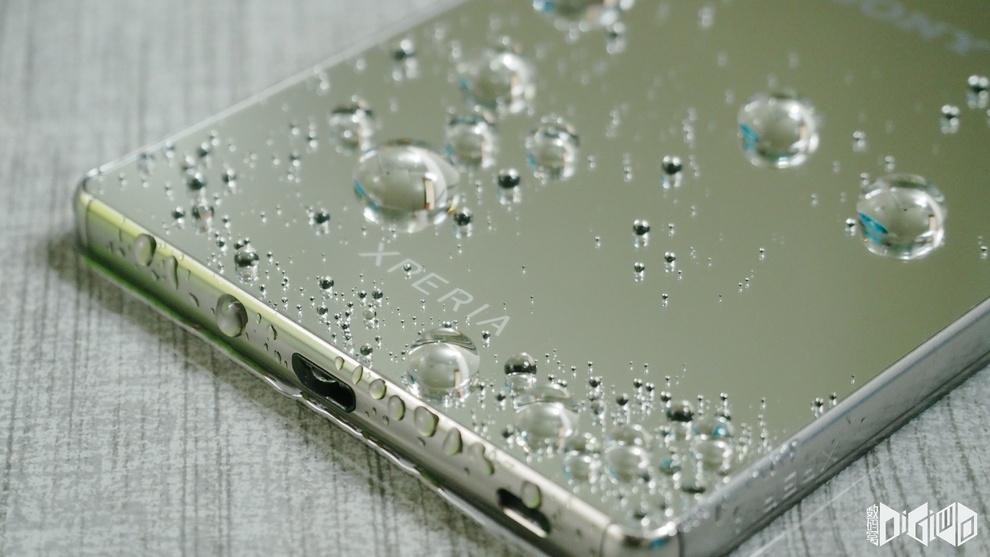 Xperia Z5 Premium IP65/68 certified