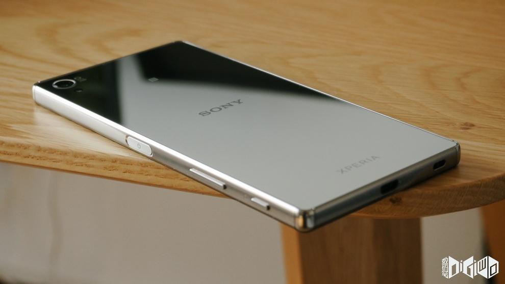 Xperia Z5 Premium Side View Gizmo Bolt Exposing