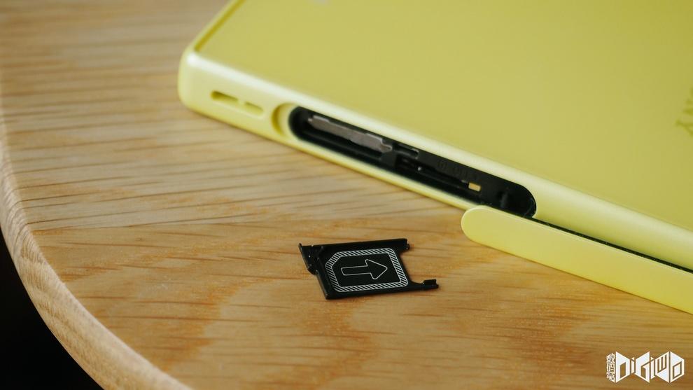 Xperia Z5 Compact Nano SIM card Slot