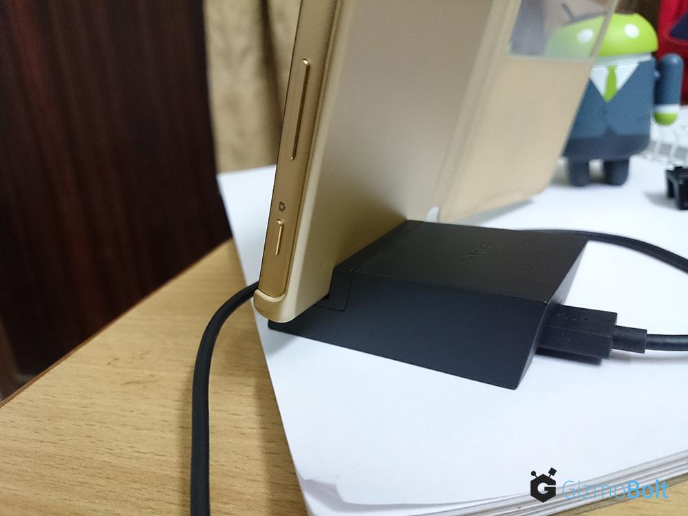 Sony DK52 With Xperia Z5
