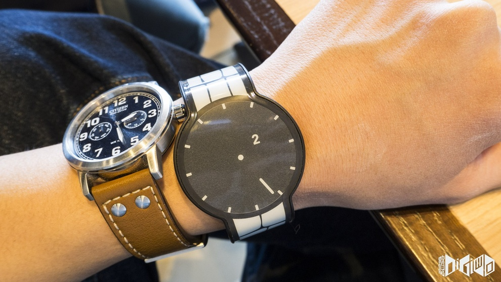 Hands on FES e-ink watch
