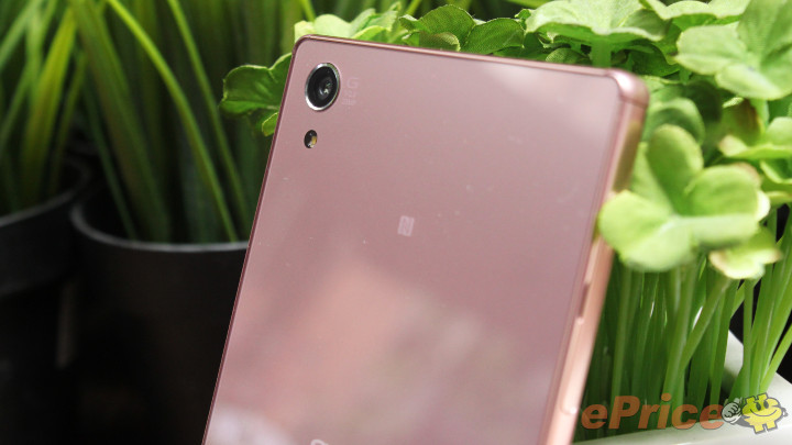 Xperia Z5 Premium Pink Hands on Pics